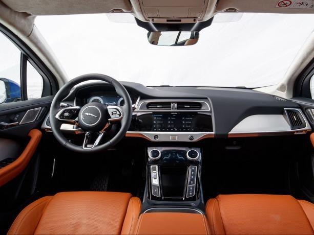 Jaguar i-pace-02